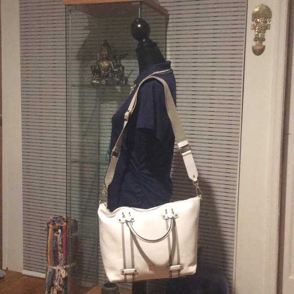 0102ab575f39 Michael Kors Griffin satchel